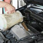 エンジンオイルの交換時期が過ぎた!普通車・軽自動車の目安は?