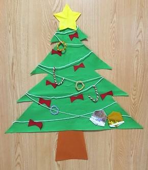 フェルトの壁掛けクリスマスツリー 手作り 簡単