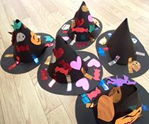 ハロウィン 保育園 仮装 魔女の帽子