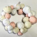 毛糸リースの作り方 クリスマスのボンボンや簡単な手作り方法はコレ!