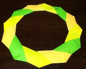 クリスマスリース 折り紙の簡単な折り方作り方画用紙も紹介